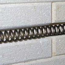 Kaitinimo elementai įmontuoti sienų grioveliuose
